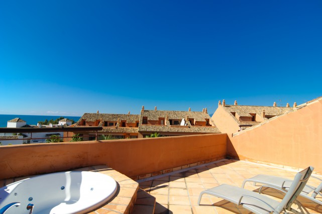 atico con jacuzzi en terraza y vistas penthouse en
