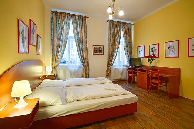 Cozy apartment for 2 persons with breakfast and free Wi-Fi in the City center of Prague