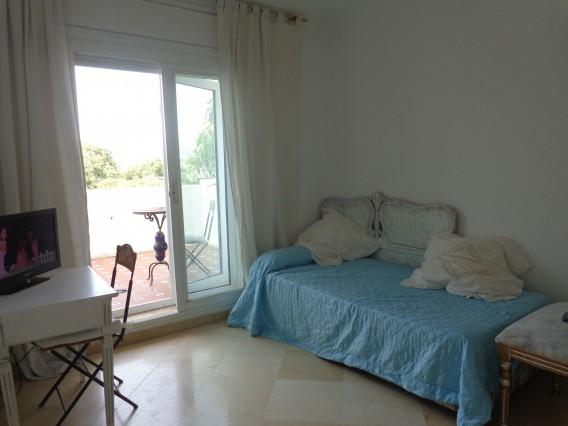 Habitacion amplia y luminosa cerca de la playa casa de for Alquilo habitacion amplia