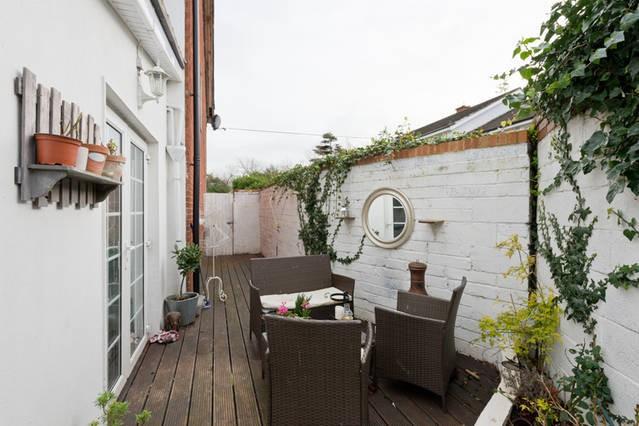 lovely town house 10 mins to city