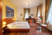 Spacious apartment with Breakfast and Wi-Fi in the City center of Prague