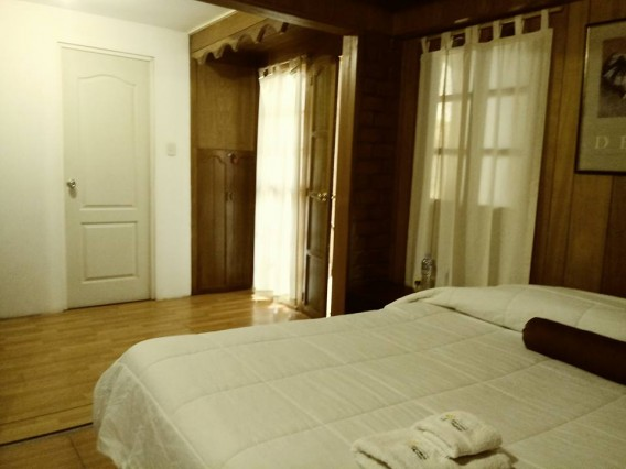 Single room with private bathroom ensuite
