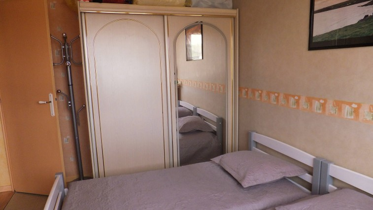 Twin bedroom near Cannes in a comfortable flat