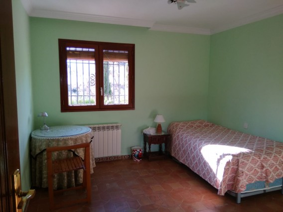 Rooms in private area House