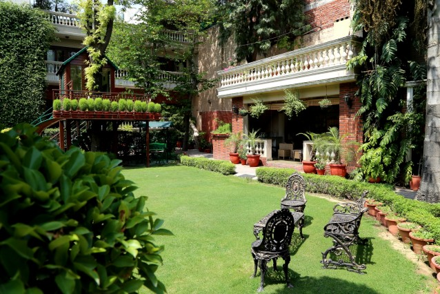 A Lush Green Accomodation in South Delhi(Near A metro Station)