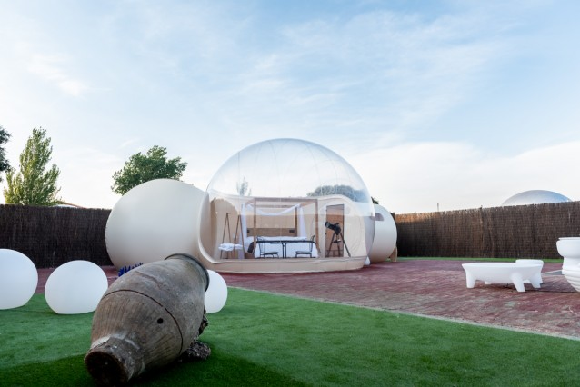 Sleeping in a bubble watching the stars, enjoy new sensations