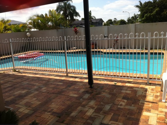 Beautiful location, confortable, large home with swimming pool, close to schools, beach, shopping center, public transport.