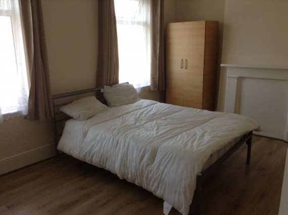 Lovely double bed room in St.George square