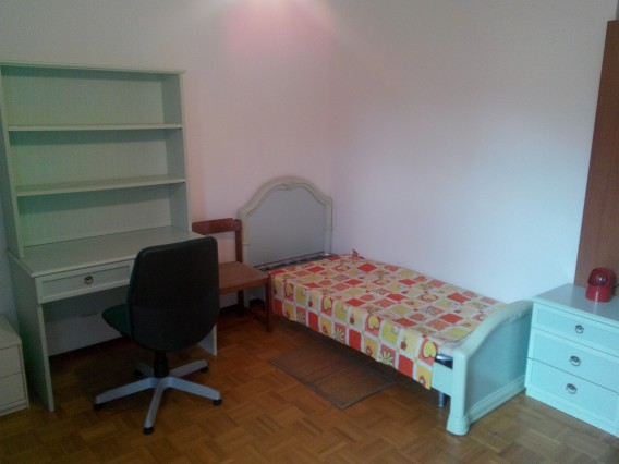 Large furnished room 2/3 beds