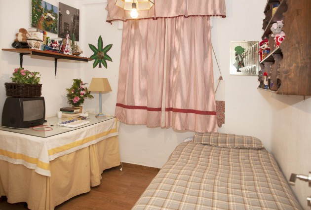 Spacious and sunny room 10 minutes from the centre of seville