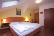 Cozy Room with private Bath, Breakfast and free Wi-Fi in the City center of Prague